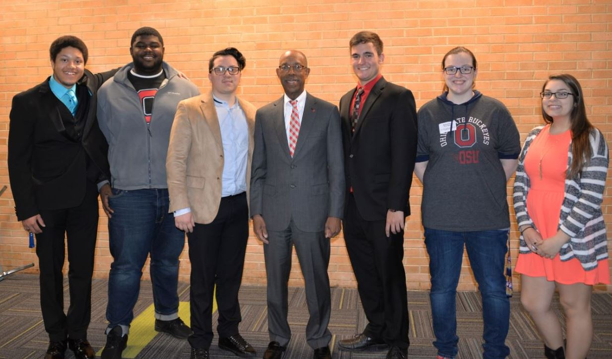 President Drake meets with students at the Ohio State University at Mansfield